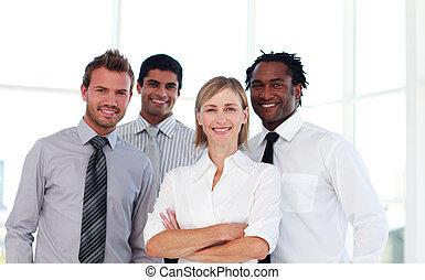 zaufany, drużyna, handlowy, uśmiechanie się, aparat fotograficzny