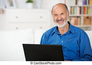zaufany, laptop, człowiek, starszy, używając