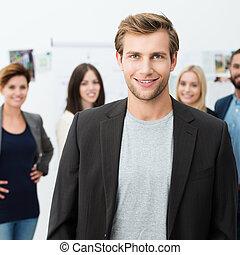 zaufany, uśmiechanie się, młody, biznesmen