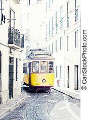 zbabělý, starobylý, tramvaj, dále, ulice, o, lisabon, portugalsko