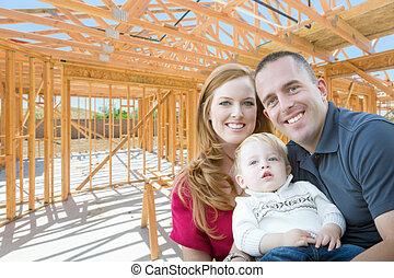 zbudowanie, nowy dom, wojskowy, rodzina, wnętrze, fryz, umieszczenie., ich, młody