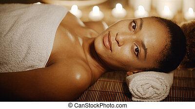 zdrój, kobieta odprężająca, piękno