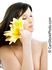 zdrój, kwiaty, brunetka, lilia, żółty