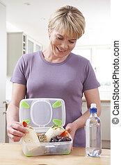 zdrowa kobieta, przygotowując, kuchnia, lunchbox