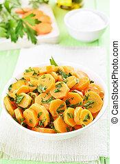zdrowe jadło, marchew, sałata