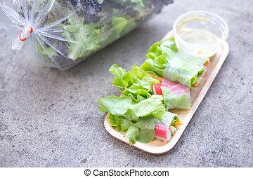 zdrowe jadło, wały, sałata