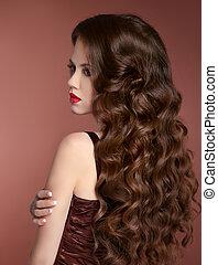 zdrowy, hair., falisty, hairstyle., piękno, dziewczyna, fason, portrait., piękny, młoda kobieta, z, długi, kędzierzawy, owłosienie