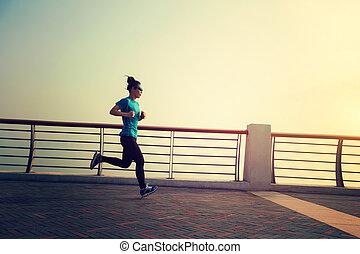zdrowy lifestyle, pojęcie, młoda kobieta, wyścigi, na, wybrzeże