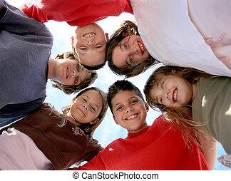 zdrowy, szczęśliwy, dzieciaki, poza, wisząc