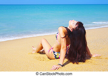 zee, lounging