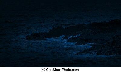 zeegolven, verbreking, op de rotsen, op de avond