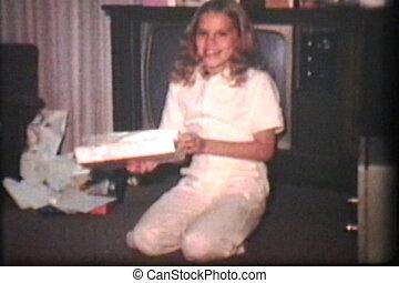 zehn, jährige, m�dchen, mit, geschenke, (1975)