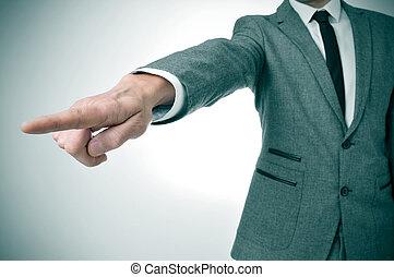 zeigen finger, weg, klage, heraus, mann