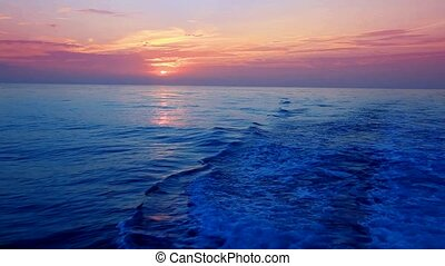 zeilend, pleziervaart, ondergaande zon , zee, rood