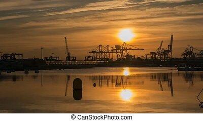 Zeit-Versehen, laden, arbeitende, Kräne, Schiffe, reflektiert,  Skyline, Sonnenaufgang,  VALENCIA, Hafen,  Transport