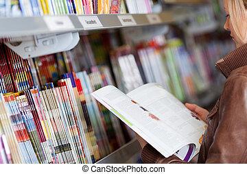 Zeitschrift, frau, lesende