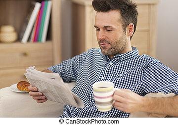 zeitung, bohnenkaffee, mann, lächeln, becher