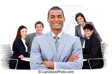 zekere manager, armen, team, zijn, voorkant, ineengevouwen