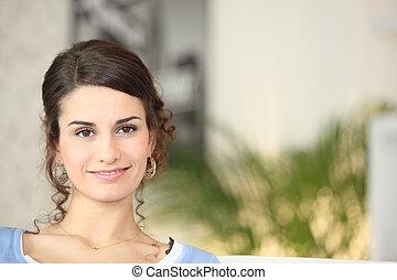 zelf, verzekerd, jonge vrouw