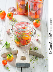 zelfgemaakt, en, smakelijk, canned, rode tomaten, in, zomer