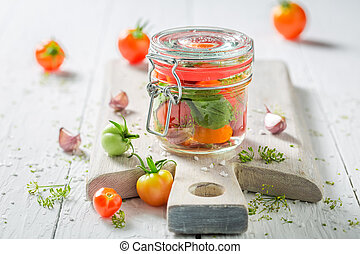 zelfgemaakt, en, smakelijk, pickled, rode tomaten, in, zomer
