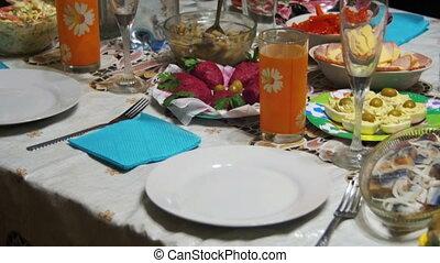 zelfgemaakt, kokend voedsel, op de tafel