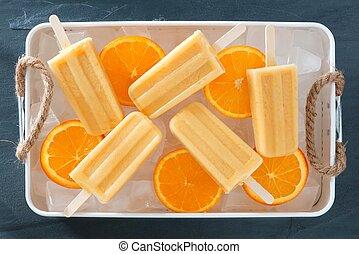 zelfgemaakt, sinaasappel, yoghurt, popsicles, in, een, ijs, gevulde, blad