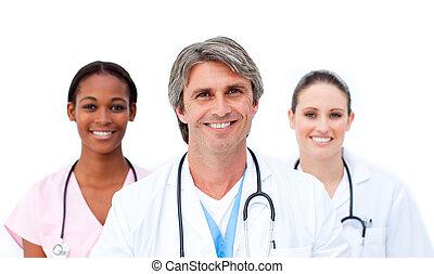 zelfverzekerd, staand, tegen, achtergrond, artsen, witte