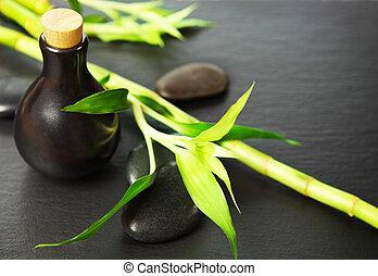 zen, basalto, piedras, botella, con, aceite del masaje, y, bambú
