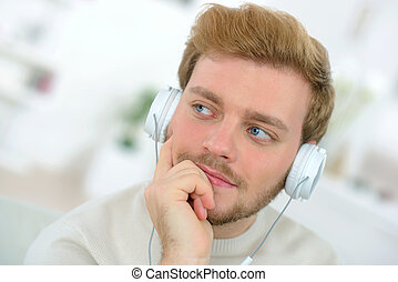 zene hallgat, ember
