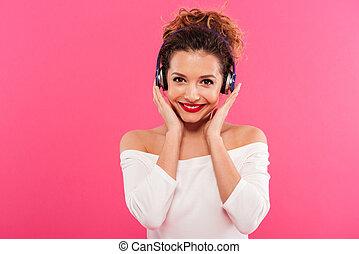 zene hallgat, portré, mosolyog lány, boldog