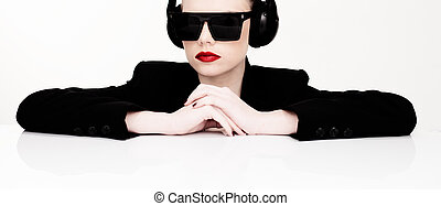 zene, nő, napszemüveg, kihallgatás, szexi