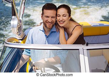zenei felütés, young párosít, birtoklás, hajadon, hajóút, képben látható, jacht