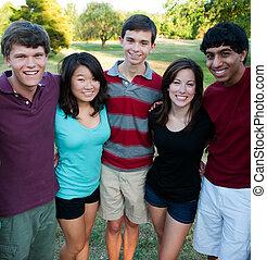 zewnątrz, grupa, multi-ethnic, nastolatki