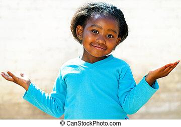 zich verwonderend over, afrikaan, meisje, met, armen, open.