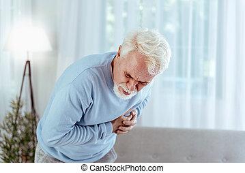 ziek, hogere mens, voelende pijn, in, borst