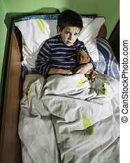 ziek kind, in bed, met, teddy beer