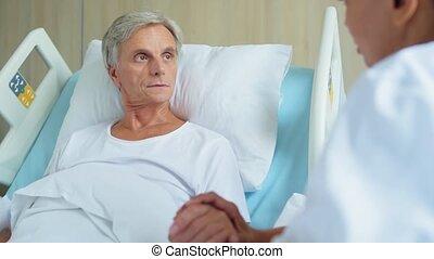 ziek, oud, man, het liggen, in, een, patientenbed