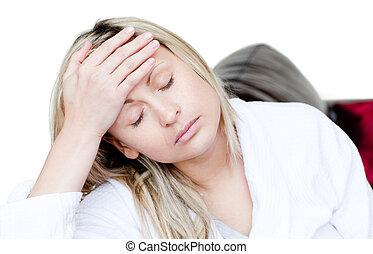 zieke vrouw, hebben, een, hoofdpijn