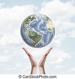ziemia, w powietrzu, na, ręki dalejże, tło, od, niebo, i, clouds., środowiskowa ochrona, pojęcie, opiekować się, planeta