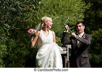 zijn, bruidegom, -, bruid, pakkend, trouwfeest, net, onderdompeling