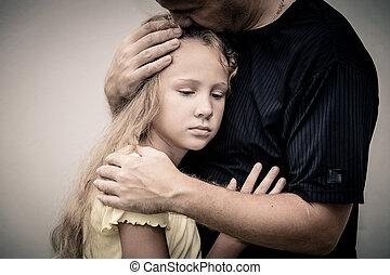 zijn, dochter, vader, het koesteren, een, verticaal, verdrietige