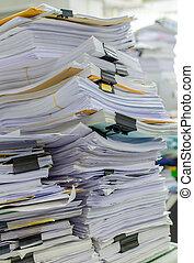 zijn, documenten, geleide, omhoog hoog, wachten, stapel, bureau, stapel
