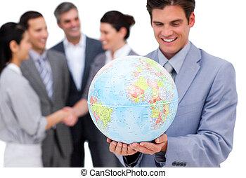 zijn, globe, vrolijk, vasthouden, team, voorkant, zakenman