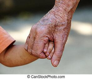 zijn, grootvader, vasthouden, kleinkinderen, hand