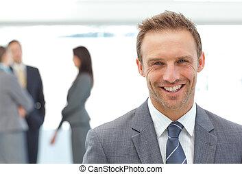 zijn, het poseren, team, voorkant, zakenman, vrolijke
