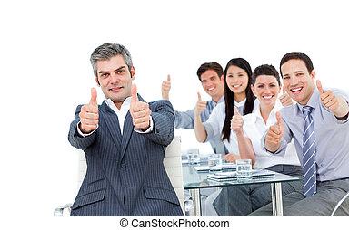 zijn, het tonen, op, duimen, middelbare leeftijd , team, voorkant, zakenman