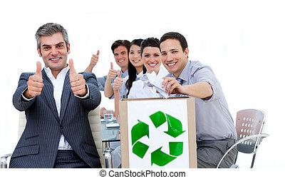 zijn, het tonen, op, duimen, vrolijk, team, voorkant, zakenman