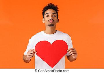 zijn, karton, sinaasappel, kerel, tonen, groot, vasthouden, lippen, genegenheid, hart, mijn, liefde, achtergrond, fototoestel, waar, valentine., grondig, geven, staand, kus, afrikaans-amerikaan, het vouwen, romantische, schattig