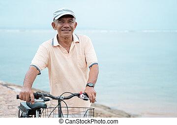 zijn, oud, fiets, aziaat, paardrijden, strand, man